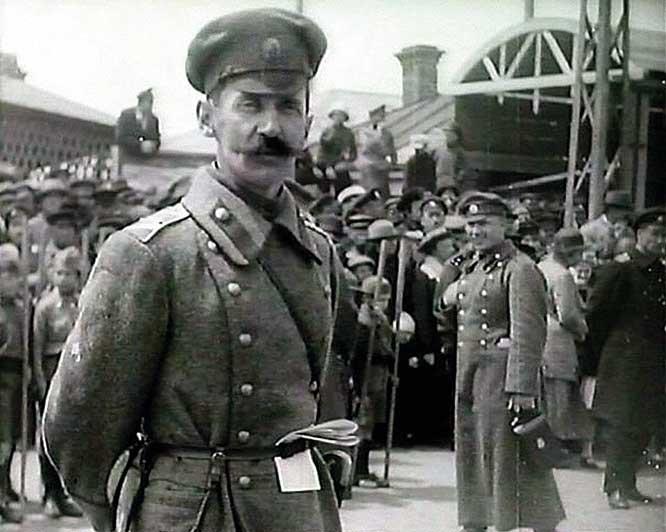Памяти соотечественников, оказавшихся в изгнании. Последний парад Белой Гвардии в России - во Владивостоке 26 мая 1922 года.